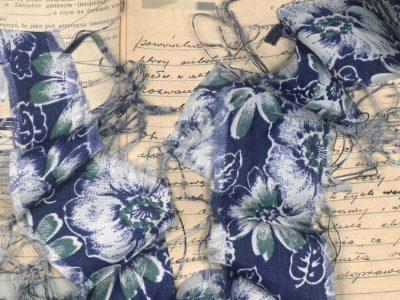 Skarby Sądów Lubelskich: szlafrok niebieski w kwiatki